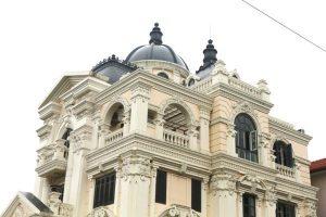 Lục bình bê tông – xi măng gắn liền kiến trúc cổ điển