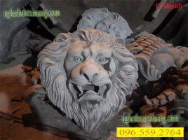 Phù điêu mặt sư tử trang trí