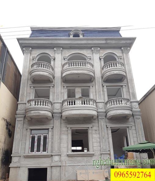 Thiết kế nhà Tân cổ điển với con tiện bê tông