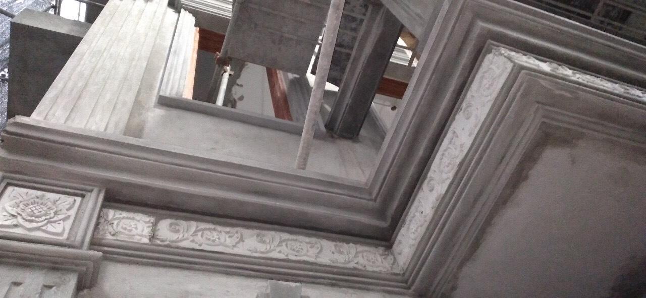 Mẫu hoa văn xi măng chạy quanh nhà